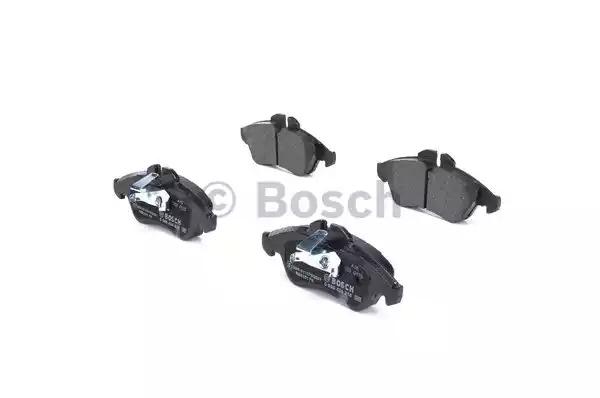 Комплект тормозных колодок BOSCH 0 986 424 218 (BP101, E1 90R-011096/647, 21576, 7849D950)